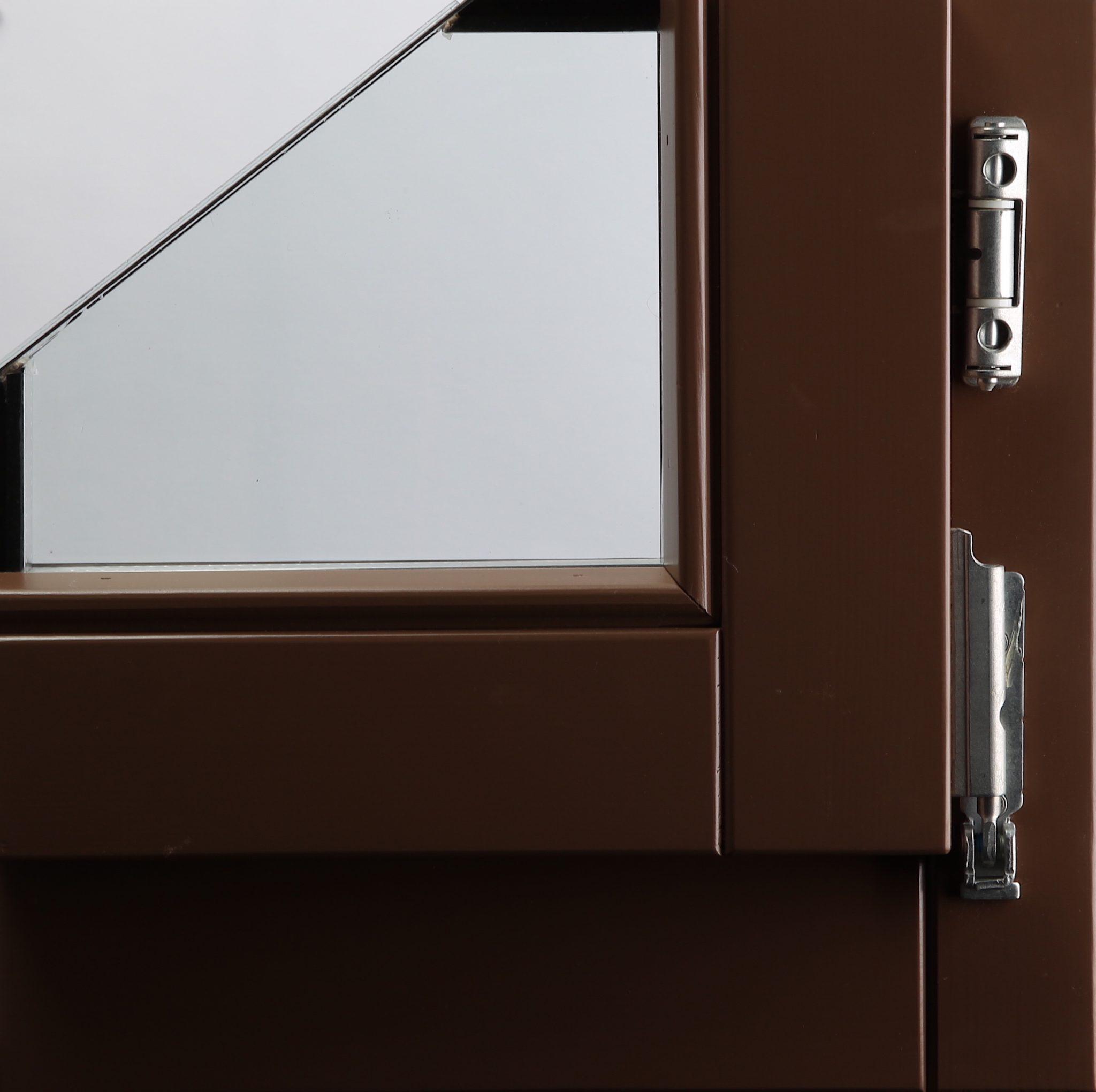 PU lak u boji na prozorskom profilu od ariša