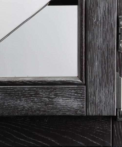 Efekt Decape 201 na prozorskom profilu od hrasta