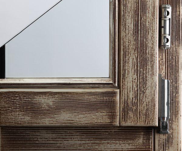 Efekt Decape 200 na prozorskom profilu od smreke