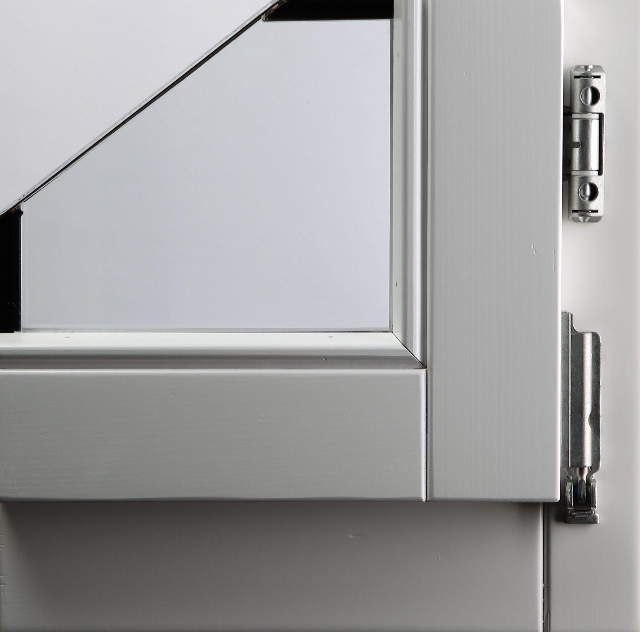 PU bijeli lak na prozorskom profilu od ariša
