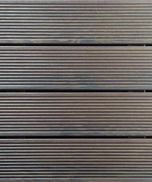 Decking ulje 2K blago tonirano na decku od rebrastog ariša
