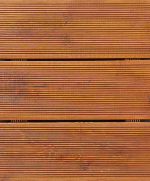 Transparentno hibridno ulje na decku od rebrastog ariša