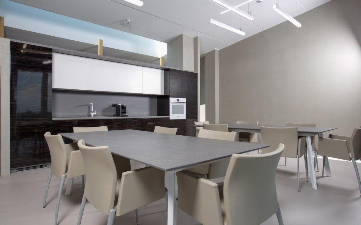 Resine / smole / dekorativni premazi za podove i zidove iz naše ponude se mogu, gleterom ili špricanjem, aplicirati i na druge površine poput MDF-a, drva, metala, plastike!